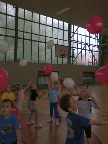 In der Turnhalle übten die Schüler voller Begeisterung.